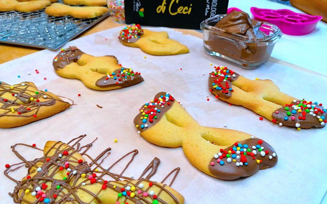 Biscotti Mascherine di Carnevale con Farina di Ceci Bio